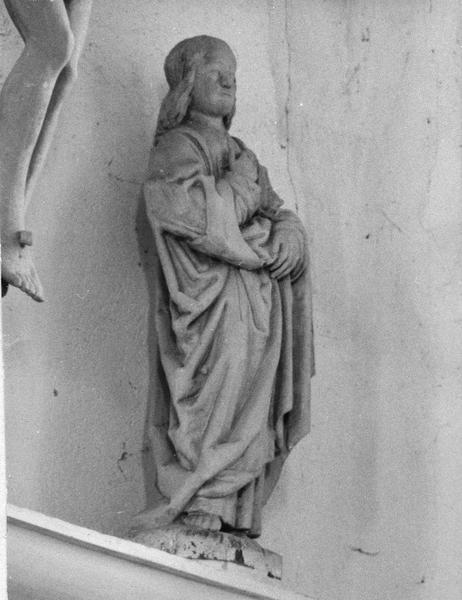 calvaire : Le Christ en croix avec la Vierge et saint Jean