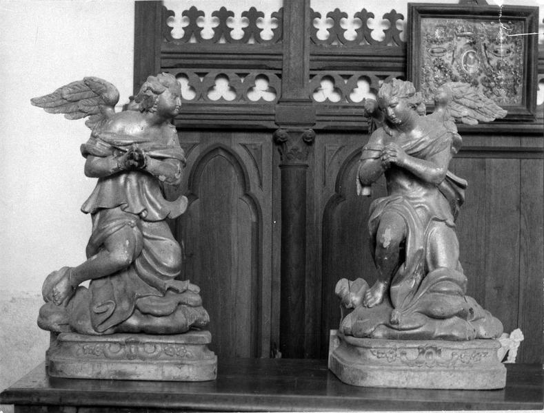 deux statues : Anges adorateurs