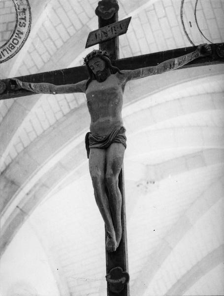 Calvaire : Le Christ en croix entre la Vierge et saint Jean