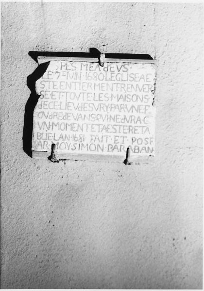 plaque commémorative de la destruction de l'église survenue le 7 juin 1680