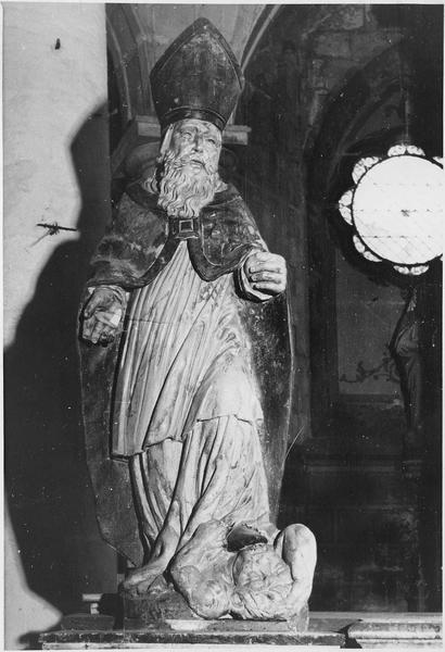 groupe sculpté : saint évêque terrassant un démon