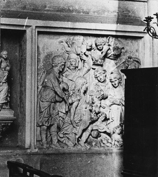 2 bas-reliefs : L'Annonciation, L'Adoration des bergers
