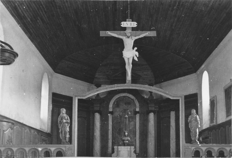 calvaire : Christ en croix entre la Vierge et saint Jean