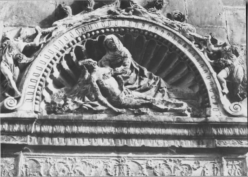 bas-relief, cadre : Vierge de Pitié