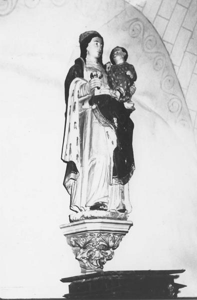 statue : Vierge à l'Enfant et au bouquet