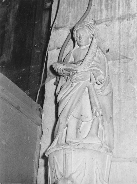statue : sainte au livre