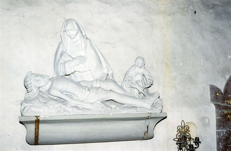 groupe sculpté : Vierge de Pitié avec Marie Madeleine