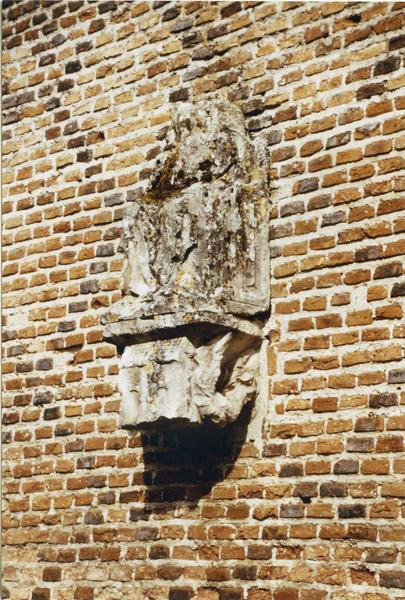 statue : Vierge à l'Enfant assise, console : la Maison de Lorette, vue de gauche