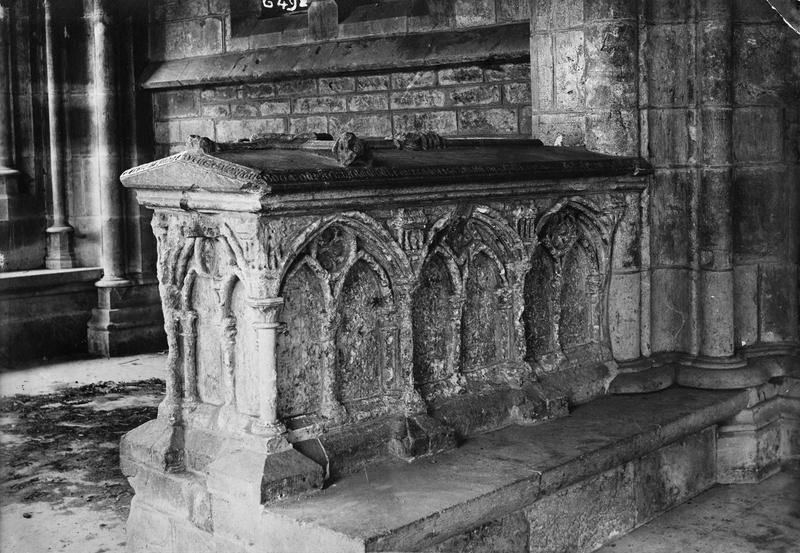 monument funéraire de la femme d'Hugues Gaudry Guibour