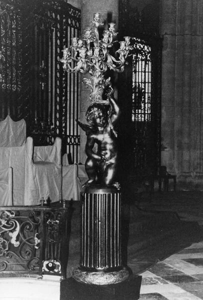 2 chandeliers de choeur (candélabres ou torchères)