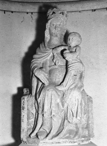 statue : Vierge à l'Enfant assise, vue de gauche