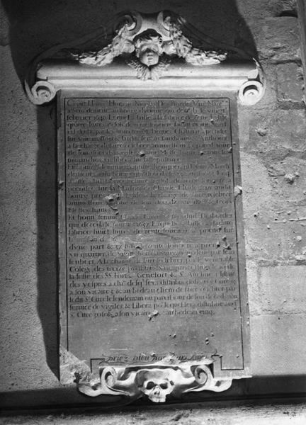 plaque commémorative de Nicolas des Bordes, Baptiste Bouquerand et Claude Carré veuve de Nicolas des Bordes, cadre
