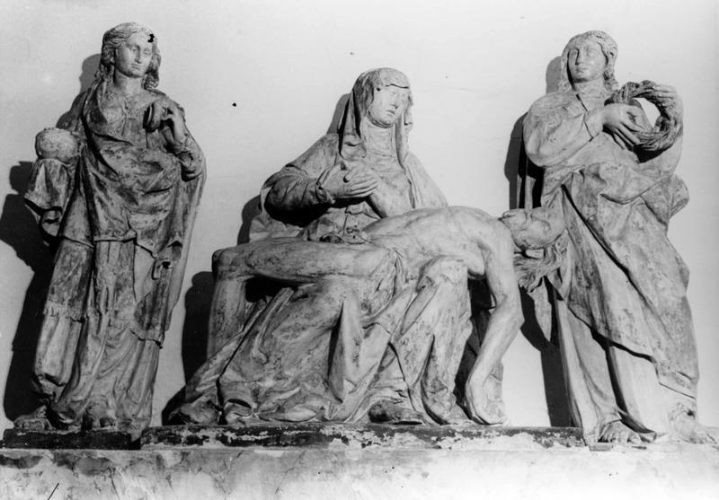 groupe sculpté : Vierge de Pitié entourée de saint Jean et sainte Madeleine