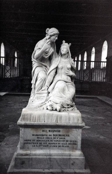 monument funéraire de la reine Marguerite de Bourgogne