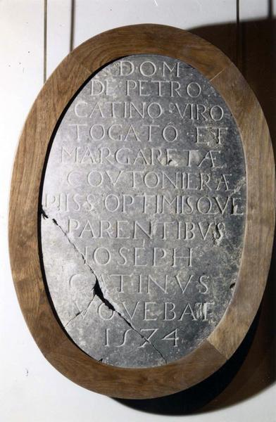 Plaque commémorative de Joseph Catinus à la mémoire de Pierre Catinus et Marguerite Coutonière, ses parents