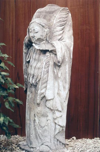 Statue : Sainte tenant sa tête