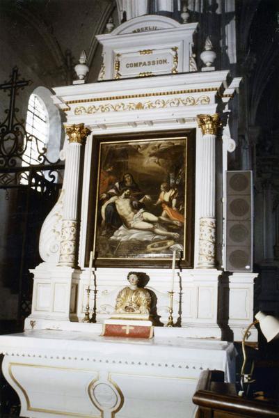 2 autels secondaires, 2 tableaux : Vierge de Pitié, L'Assomption