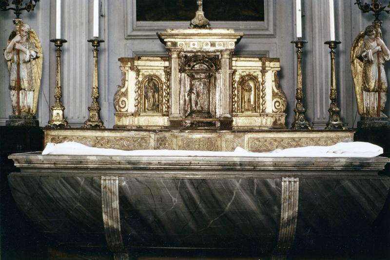 Autel, tabernacle, deux statuettes : saint Marc, saint Luc (maître-autel)