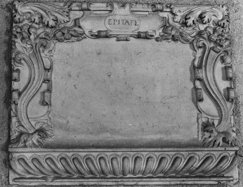 bas-relief (cadre d'épitaphe)