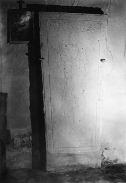 dalle funéraire de Jehan de Chacerat, seigneur de Saintmont