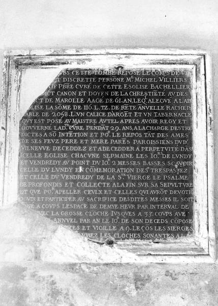 Plaque commémorative : épitaphe de Michel Villiers, curé de Villeneuve-la-Guyard