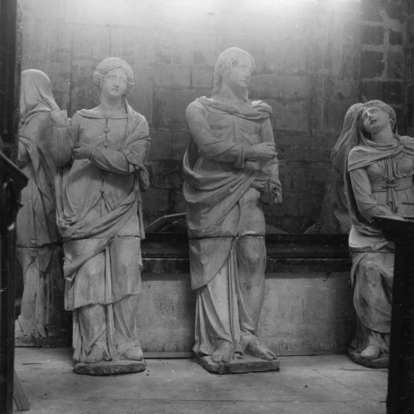 groupe sculpté (demi-nature) : Sépulcre, détail