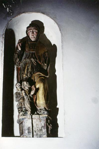 groupe sculpté : saint Léonard et les deux captifs