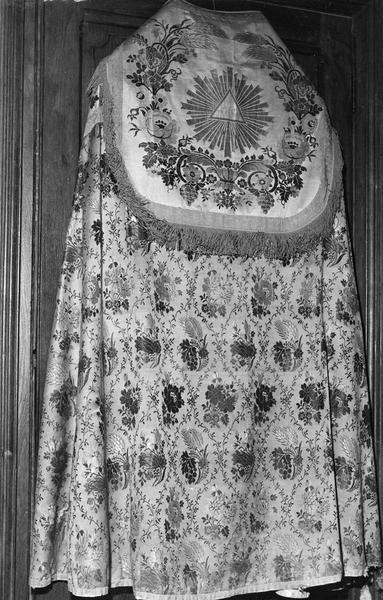 dalle funéraire de Pierre de Piles, chanoine d'Auxerre