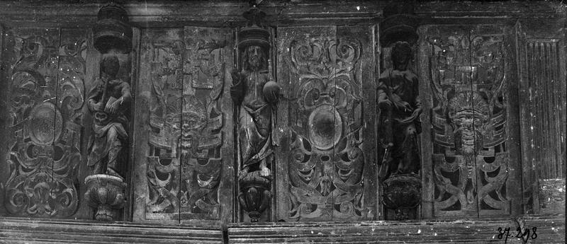 entablement de l'ancienne clôture de choeur : détail des apôtres