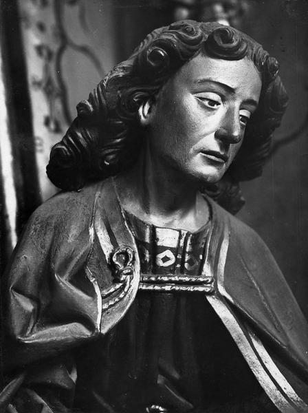 groupe sculpté : La Vierge de Pitié avec la Madeleine, des donateurs et leurs saints patrons