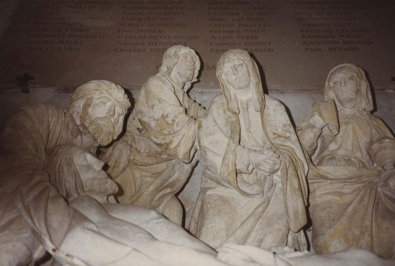 groupe sculpté : Mise au tombeau (la), vue partielle