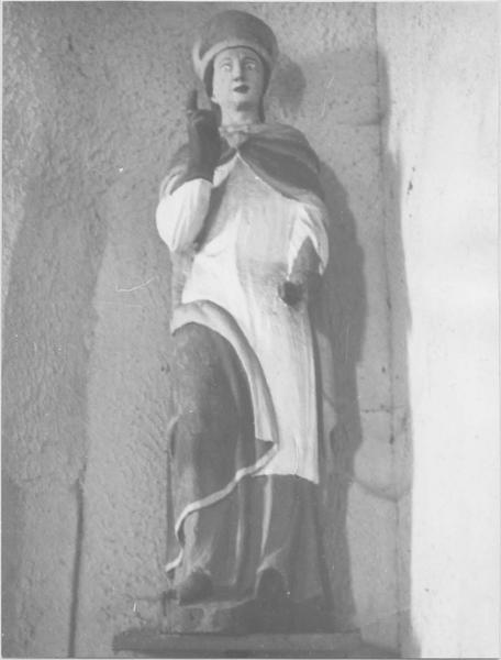 statue : Evêque