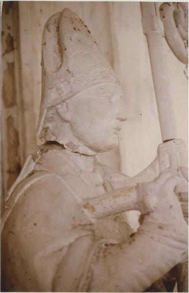Statue : saint Evêque, vue partielle
