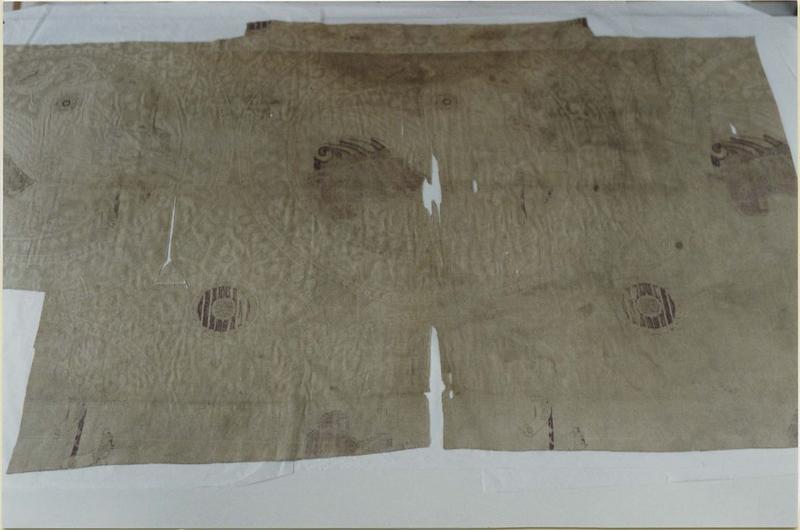 Tissu (fragment): suaire de saint Siviard, vue partielle
