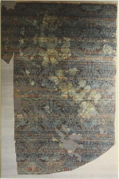 Tissu (fragment):  deuxième suaire de saint Potentien, après restauration