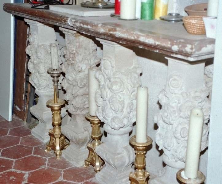 4 pieds et 1 table d'autel