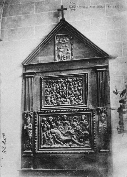 Retable, 3 bas-reliefs : l'Annonciation, la Prédication de saint Jean-Baptiste, la Mise au tombeau, vue générale