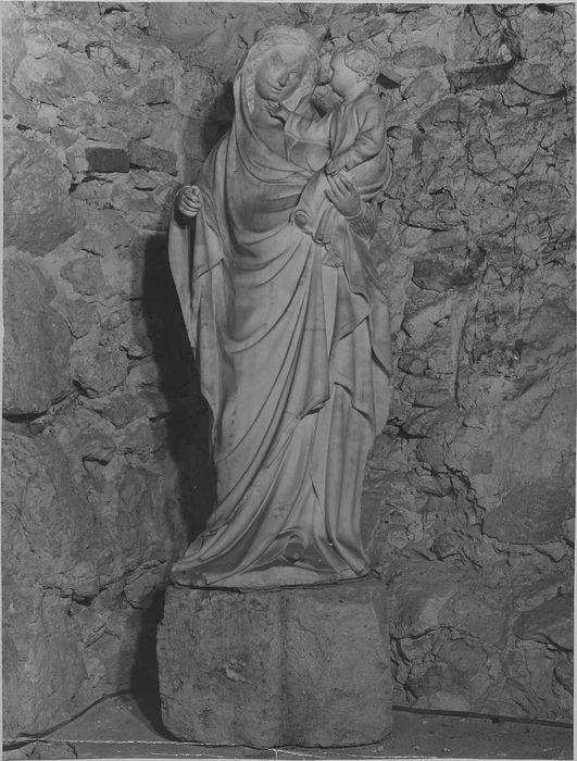 Statue : Vierge à l'Enfant avec son socle orné d'une tête d'ange