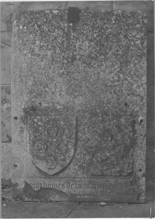 Fragment de la dalle funéraire de François de Monceau