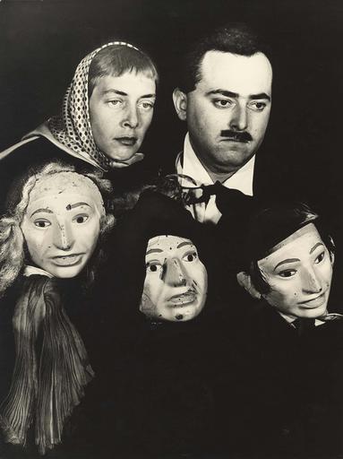 Denise Emilfork et Dan-Ben dans Les amants puérils de Fernand Crommelynck ; masques