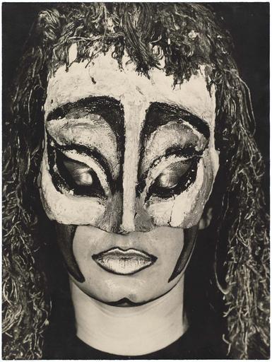 Masque créé et porté par Nina Vidrovitch