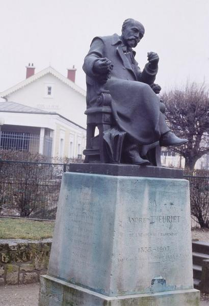 Statue : André Theuriet