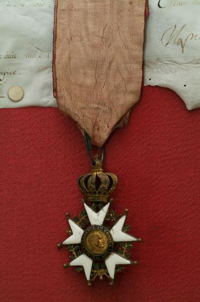 Manuscrit (lettre patente) de Napoléon Ier du 26 avril 1808 : Attribution du titre de baron de l'Empire au général François Roguet