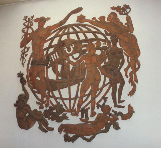 Bas-relief : Les Échanges commerciaux et intellectuels entre les nations