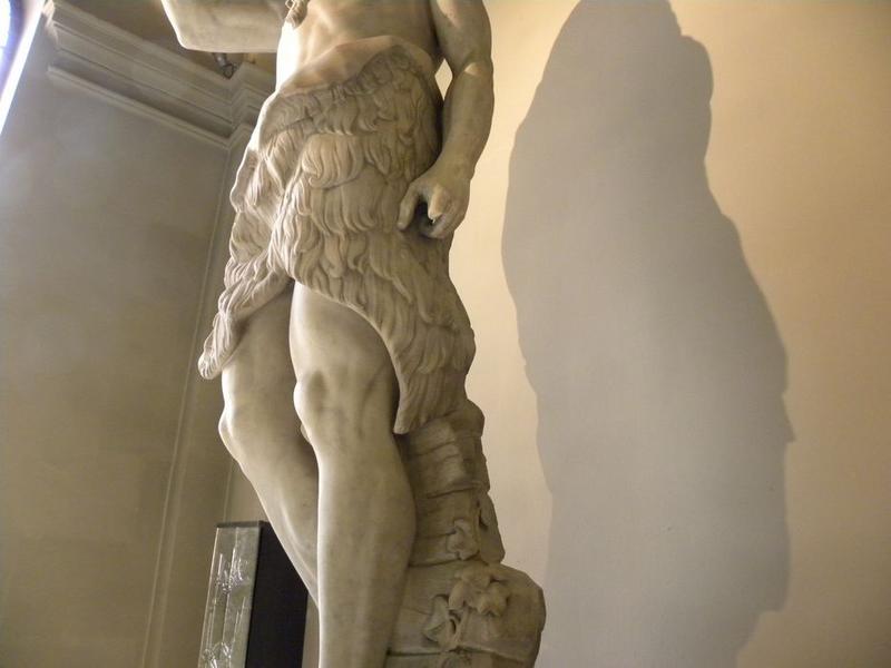 Statue : Saint Jean-Baptiste: vue rapprochée du haut