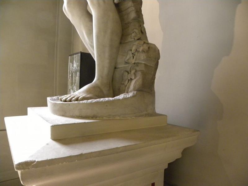Statue : Saint Jean-Baptiste: détail des pieds