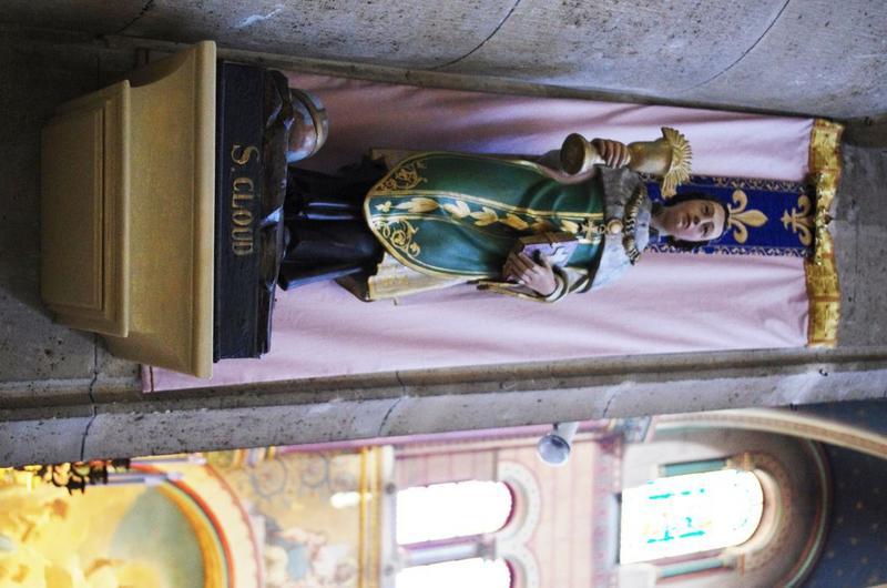 Statue : Saint Cloud: vue de face