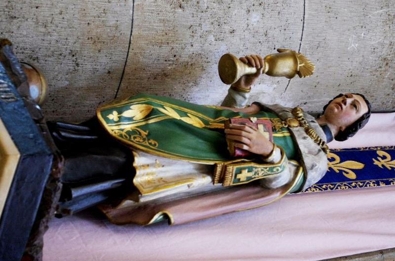 Statue : Saint Cloud: vue trois quart gauche