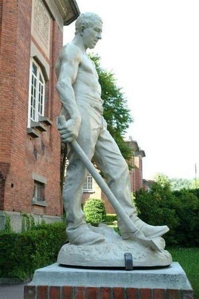 Statue : Le Bûcheron de la forêt de La Londe: vue du coté gauche