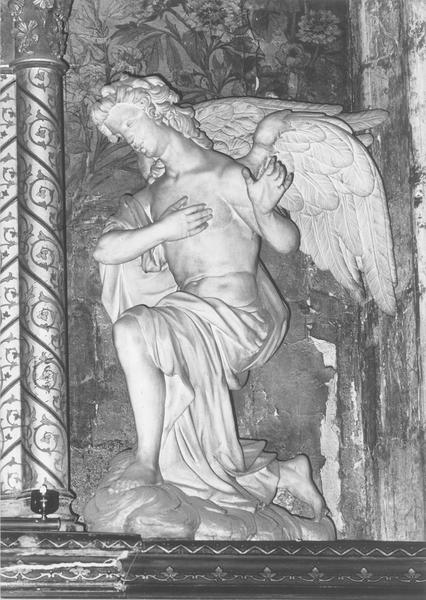 statue : ange adorateur